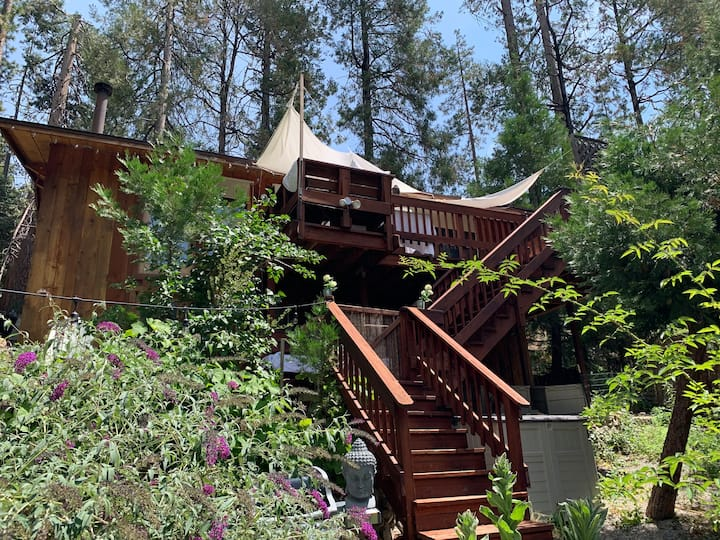 Chic Creekside Idyllwild Retreat in Magical Forest