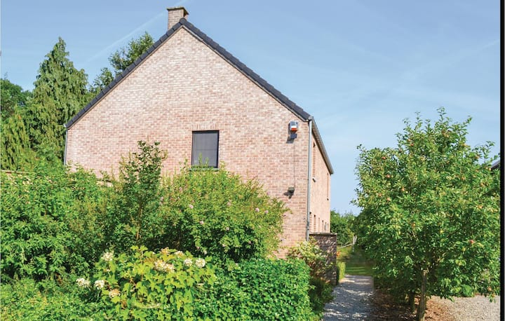 Holiday cottage with 4 bedrooms on 200m² in Walhain St Paul