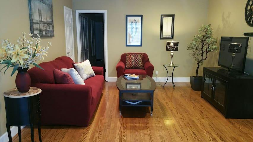 Charming room in Ocean Blvd condo