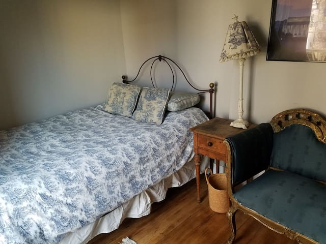 Private Double suite in historic Bloomingdale