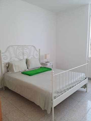 Available 2 private room with share bathroom