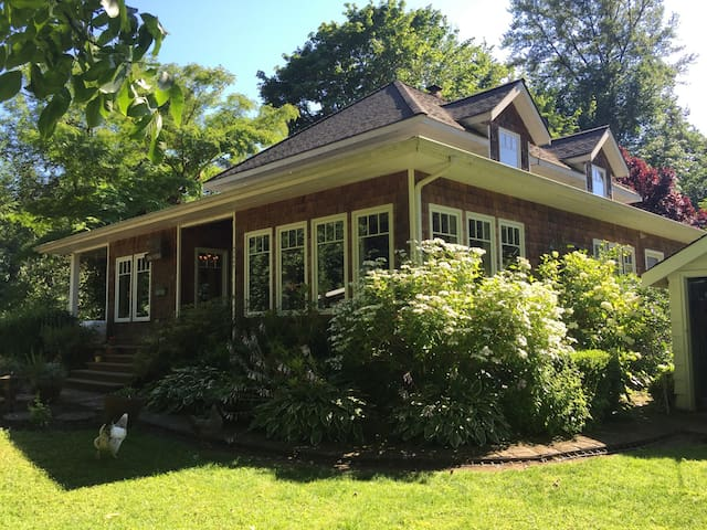 3 Bedroom Home on the McKenzie River