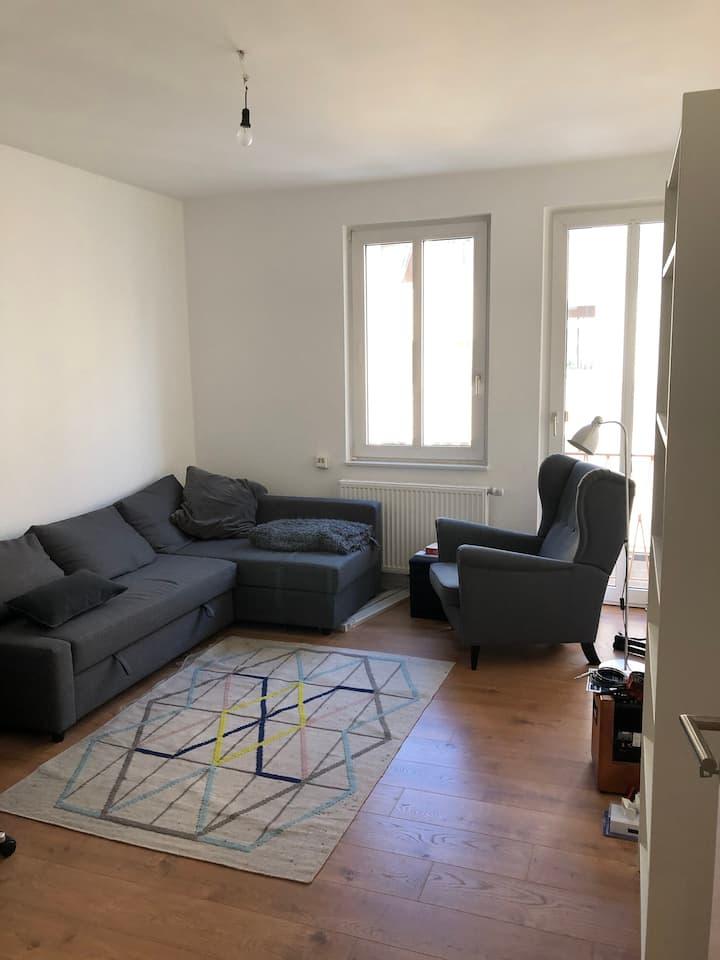Renovierte Zweizimmerwohnung im Agnesviertel