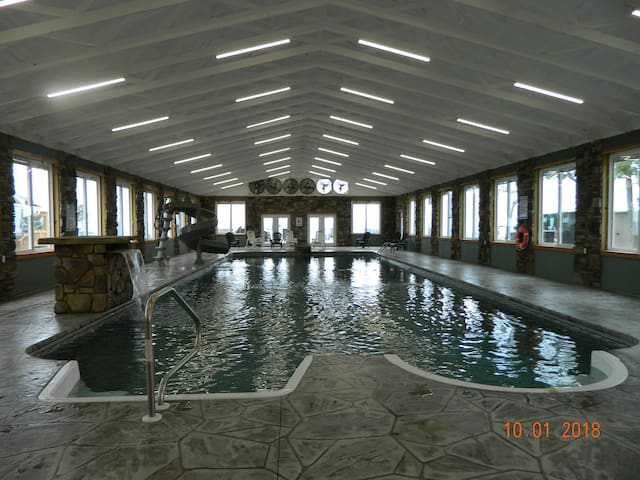 INDOOR POOL! AWESOME! HOT TUB! Chatt. Tn 21 miles
