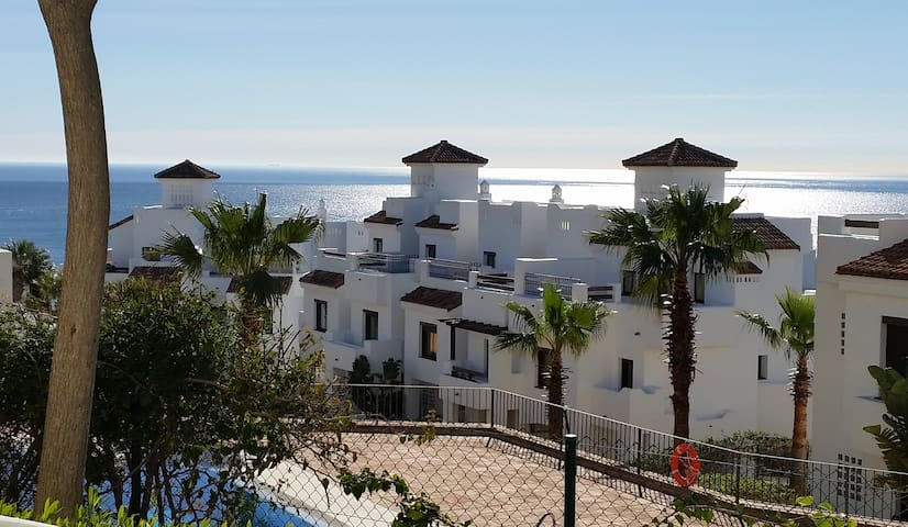 Luxury Coastal Apartment - San Roque - Apartemen