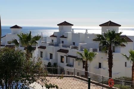 Luxury golf-front Apartment - San Roque - อพาร์ทเมนท์