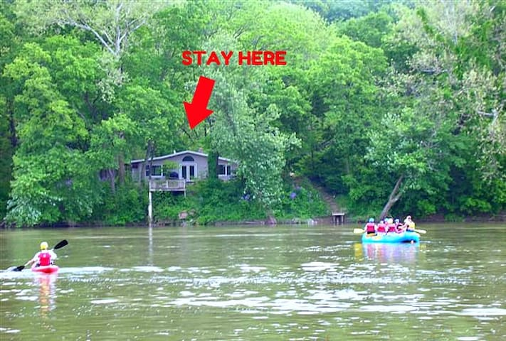 The Neon Moon Riverfront Cottage - Harpers Ferry