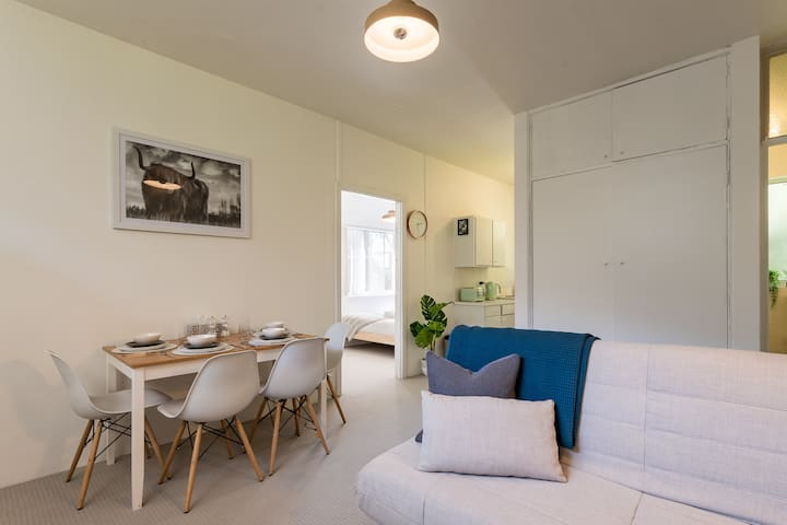 Chic 1 Bedroom in the Heart of Paddo with Parking.