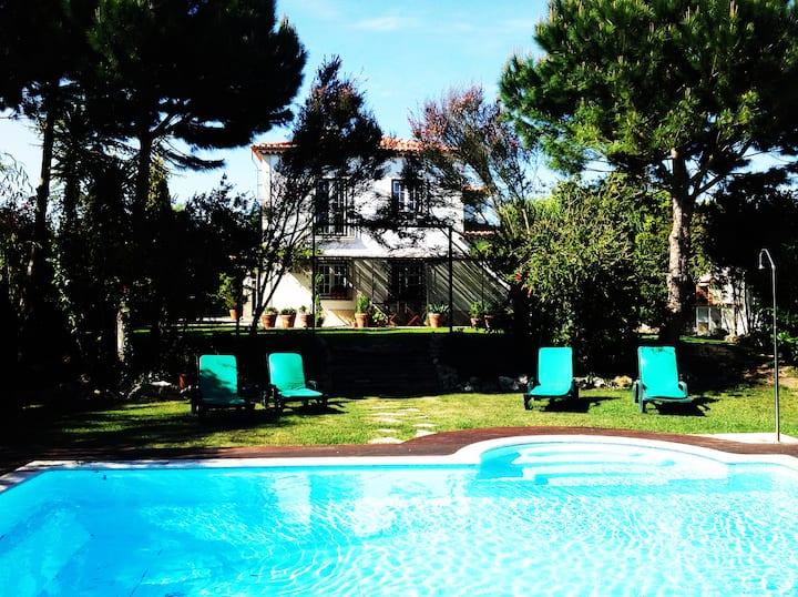 Sunny and Lovely Farm House/Pool