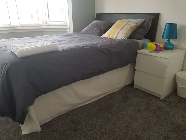 (B) Comfy double bed Room with free wifi.