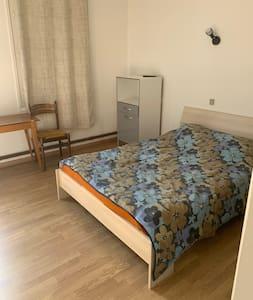 Chambre privative & agréable espace commun - 4