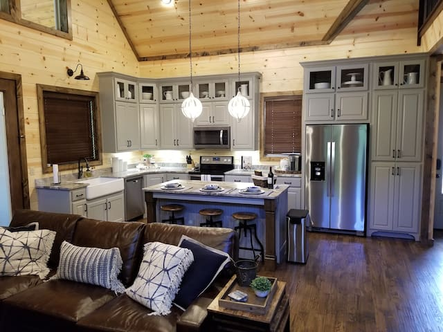 New Couples Cabin, Free at Last! 1 BR; 1.5Bth