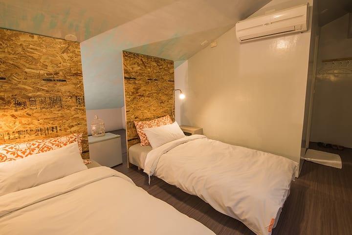 簡約風格閣樓斜屋頂 2人房2小床(無窗)