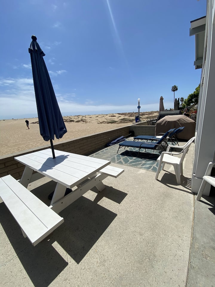 3BR Beachfront Home (lower unit) w/Free Parking