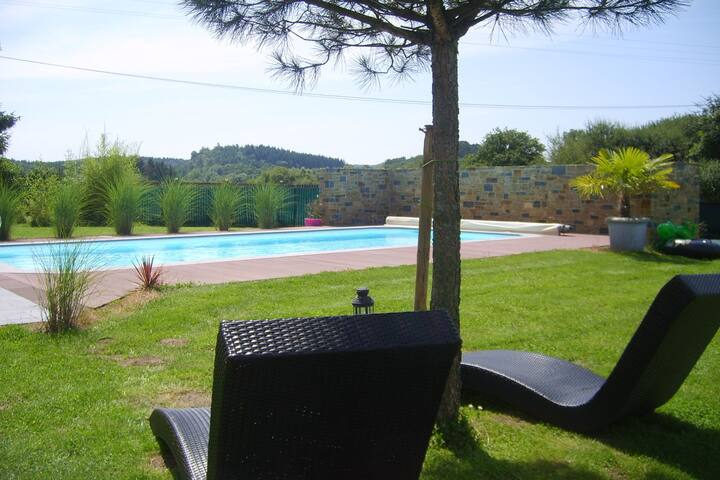 Beautiful Holiday Home with Swimming Pool in Eprave