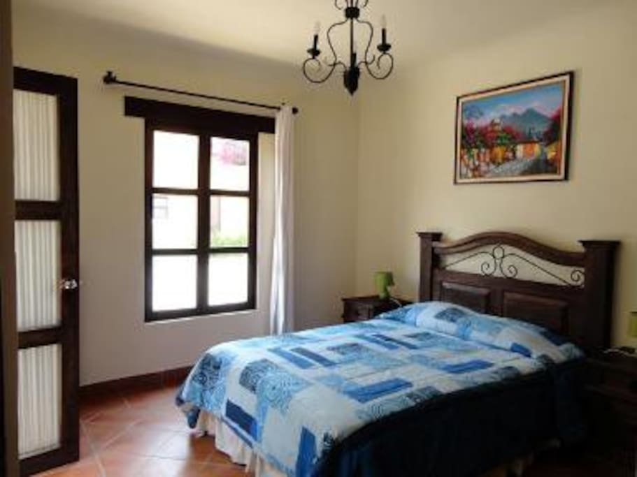 Dormitorios amplios estilo colonial