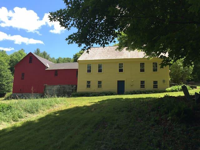 Farmhouse,  3000 Acres Dartmouth Hanover Lebanon