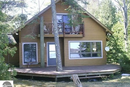 Torch Lake South Shore Anchor Cottage - Superhost - Rapid City - Haus