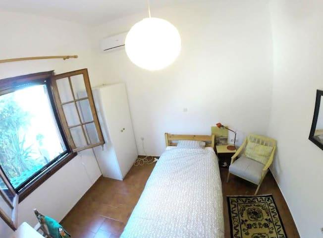 Artistic House in Aegina - Egina - Hus