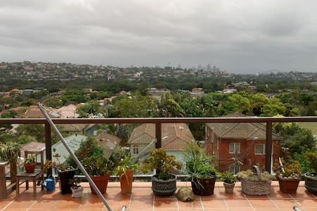 Room with incredible views of Sydney harbour - North Bondi