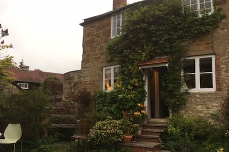 Charming Birthday Cottage near Uppingham, Belton.