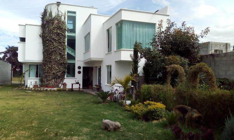 Hospedaje pinos house