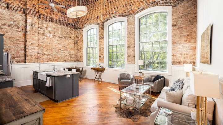 Spacious beautiful Downtown Loft 2BR/2Bath private