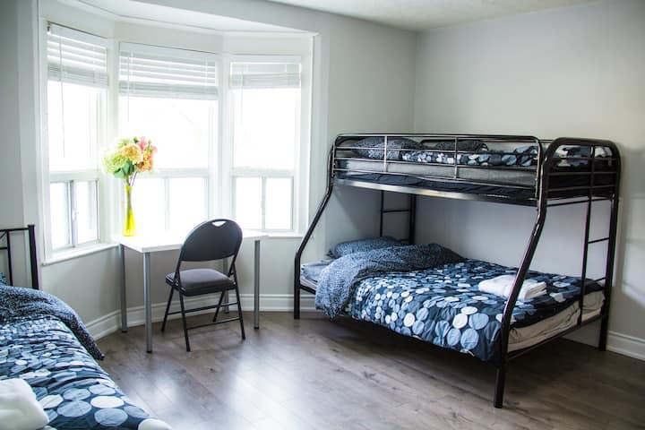 Modern Room in Toronto for female travelers