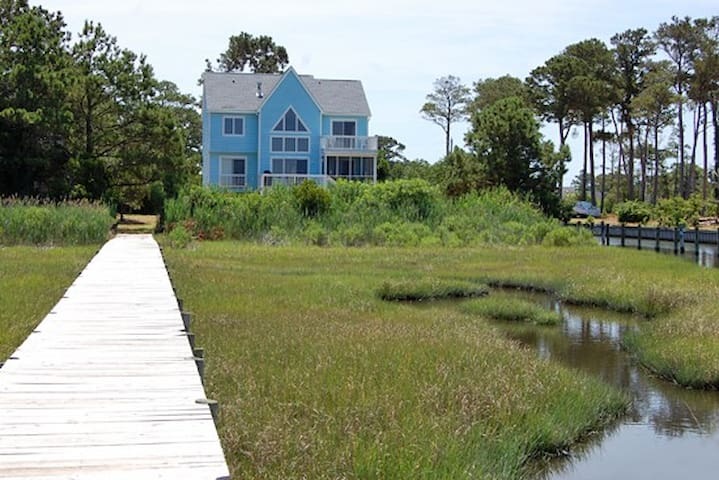 Shell Seeker- Spacious Waterfront Home w/ Pier