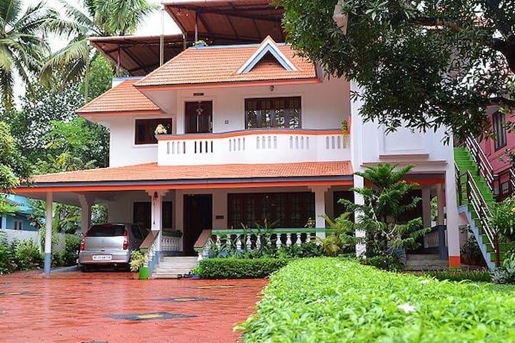 Modern 01 bedroom  near outskirts of Cochin City - Ernakulam - House