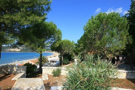 Frontaler Meerblick in Agios Georgios Apartment - Afionas - Leilighet