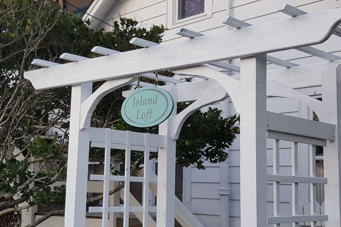 private entry to the quaint  Island Loft in old town Manteo