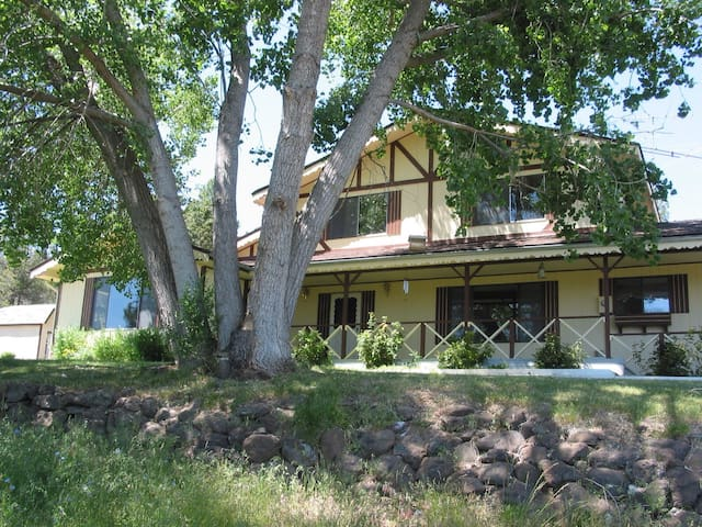Large rural home Cascade foothills - Klamath Falls - House