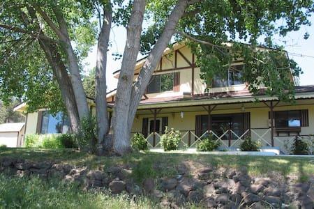Large rural home Cascade foothills - Klamath Falls - Rumah