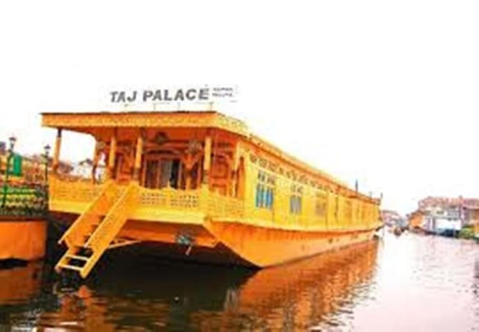 Private Room on Flotal on Dal Lake srinagar