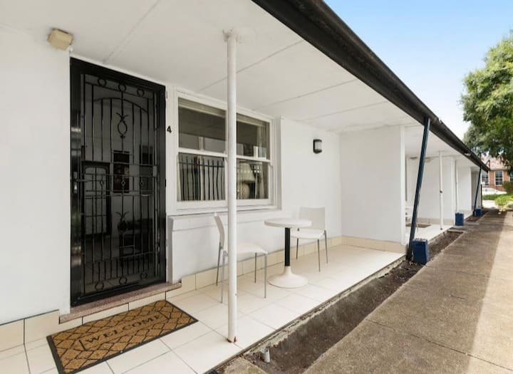 Self contained studio near Kingsford