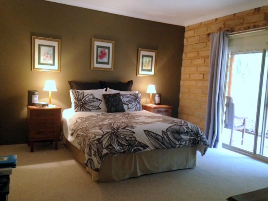 Spacious Bedroom with private entrance