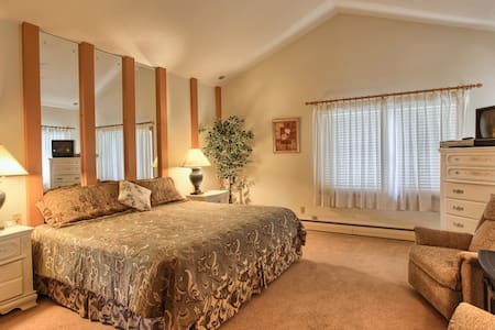 West Ridge Guest House Master Room - Elizabethtown