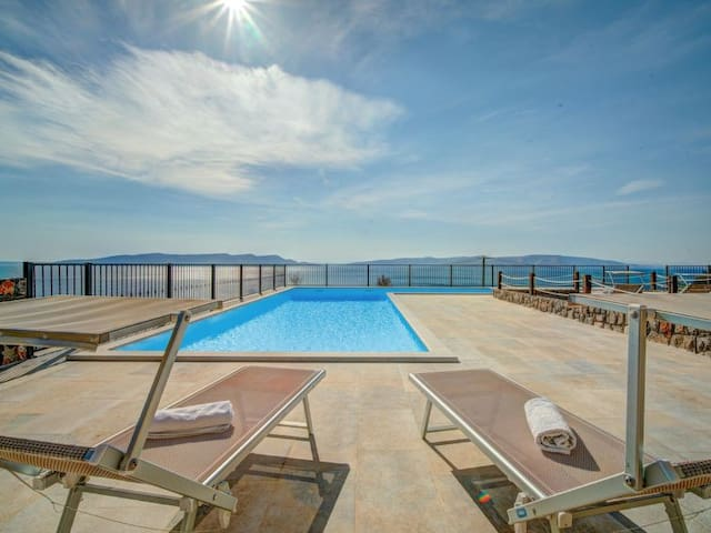 Apartment in villa with swimming pool- SEA VIEW 3