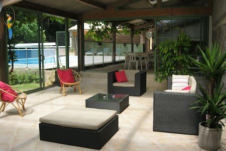 maison de campagne (10 pers)  avec piscine privée - Fenioux - 一軒家