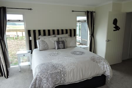 Fantail Room King Bed En-Suite Deck - Kinleith