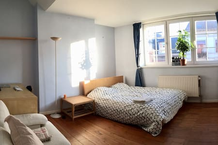 Large room in a charming house (Saint-Gilles) - Saint-Gilles