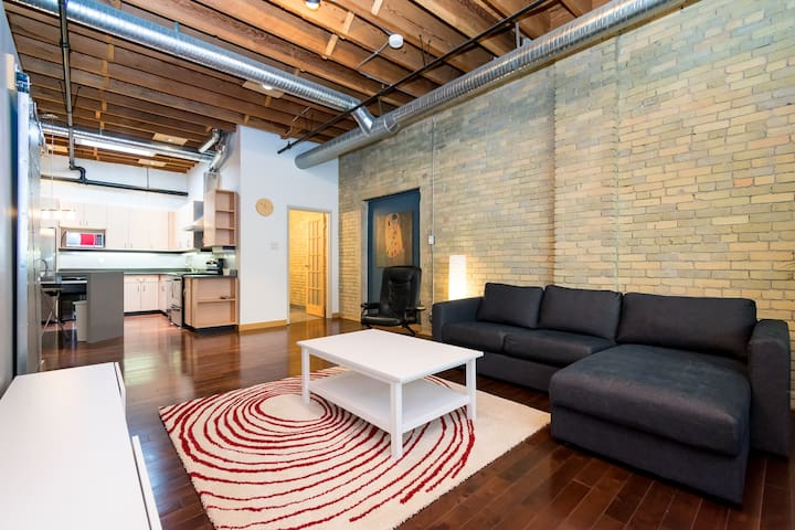 Gorgeous exchange district condo
