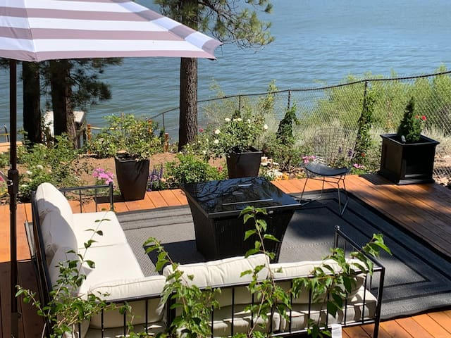 DOCK, DEEP WATER-VIEWS-SANITIZED-TWO FIRE PITS!