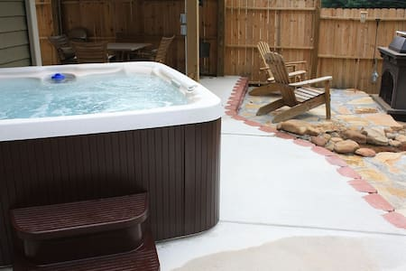 Mtn Vista Hottub experence Unit A - House