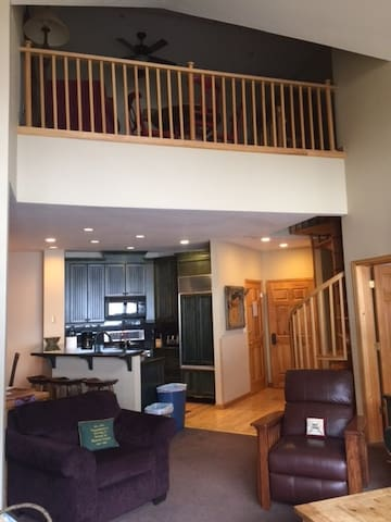 Ski in/out.  Main slope. Top Floor. 4 bed/4 bath