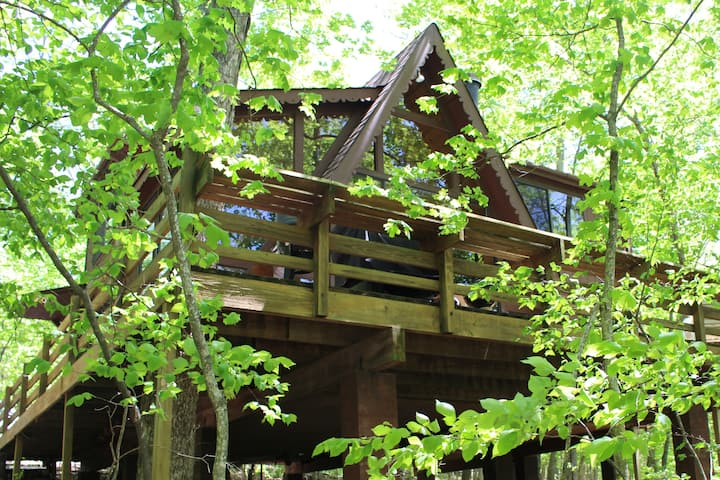 Lovely Treehouse Chalet - Lake Aspen Access!
