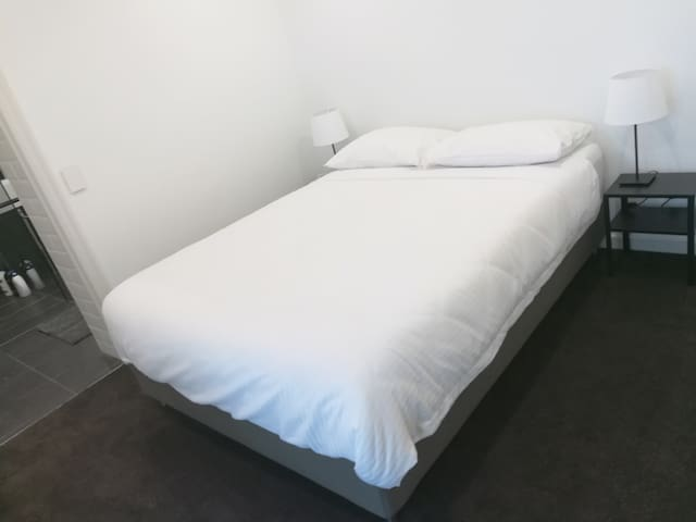 Apartment queen bed with Sleeping Duck mattress (203x153cm)
