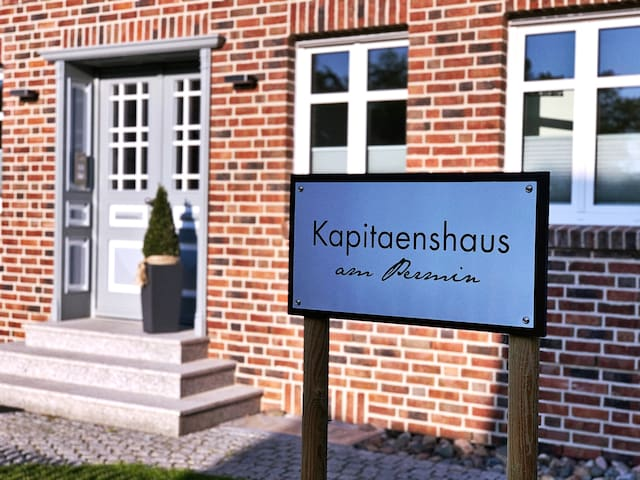 Kapitaenshaus am Permin - Backbord Peildeck