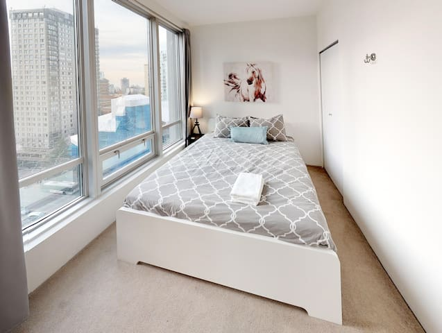 Bedroom in Shared Condo: Central Downtown